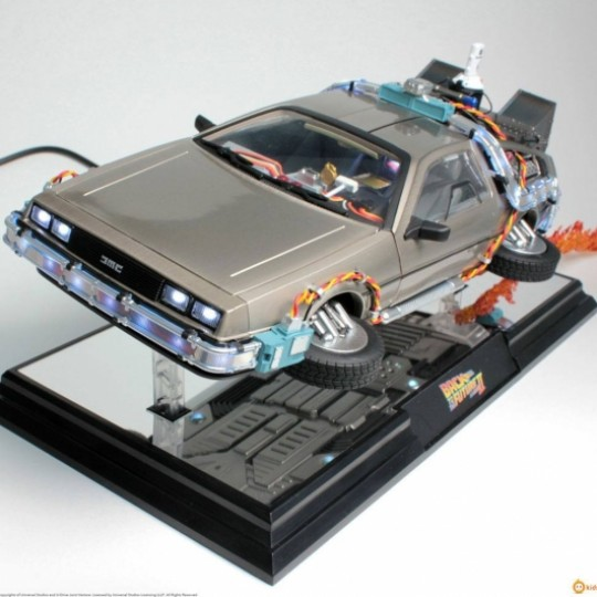 Back to the Future II Floating Model with Light Up Function DeLorean Time Machine 22 cm